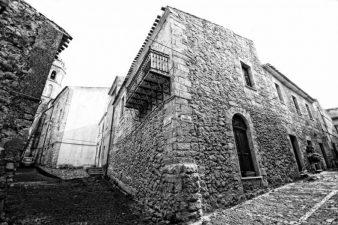 Vecchia foto di una casa a Nulvi