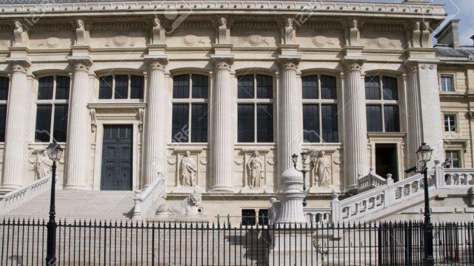Allarme bomba a Parigi nel quartiere dei tribunali