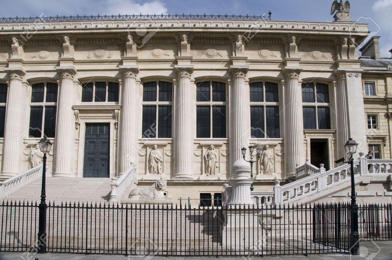 Allarme bomba parigi tribunale della citt evacuato for Citta della spezia ultime notizie cronaca