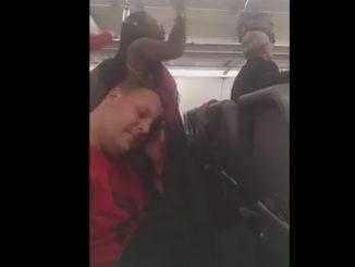 pazza sull aereo