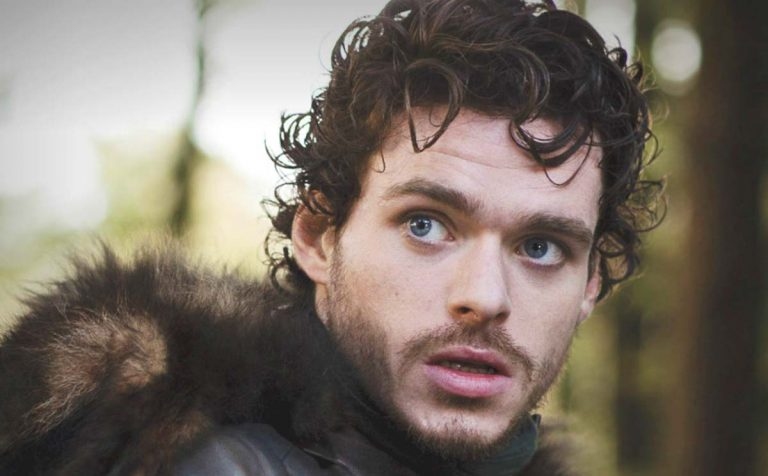 Richard Madden, il Robb Stark di Game of Thrones, nudo nella nuova serie tv Oasis