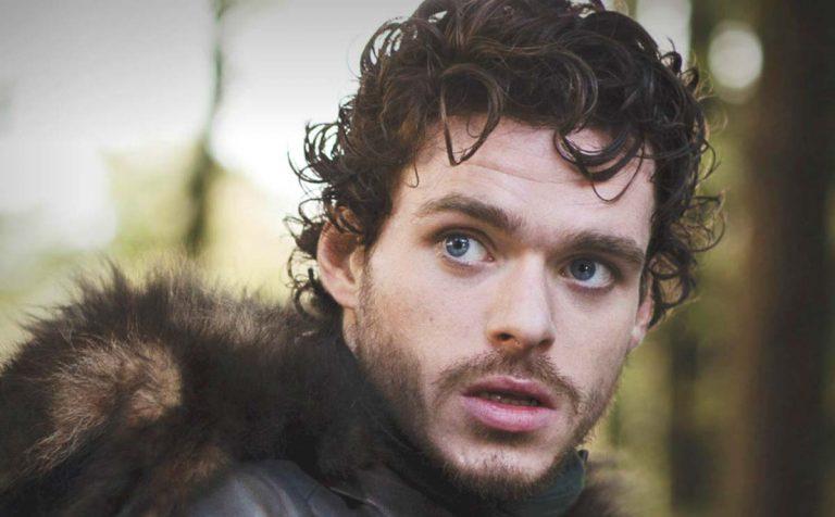 Richard Madden, il Robb Stark di Game of Thrones, nudo nella nuova serie tv Oasis
