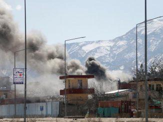 Kabul. Un altro attacco terroristico suicida colpisce la città: tre morti e 38 feriti. Questa volta il target è la polizia locale e il Parlamento.