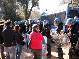 Puglia: Zona Tap, gli ulivi sono stati espiantati. Abbattute le barricate degli attivisti