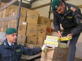 Napoli, contrabbando di sigarette: sequestrate 8 tonnellate