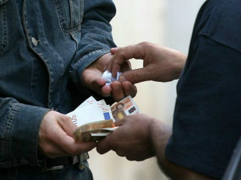 Milano: ragazzo di 19 anni arrestato. Aveva con sé un chilo di hashish