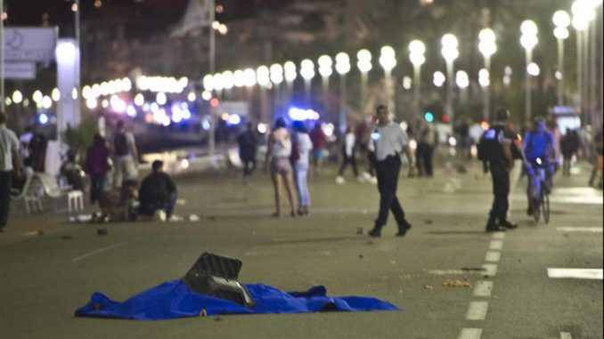 Bimbo scompare durante attacco Nizza: ritrovato su Facebook