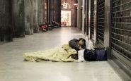 Ragazza offre colazione a un senzatetto e gli salva la vita