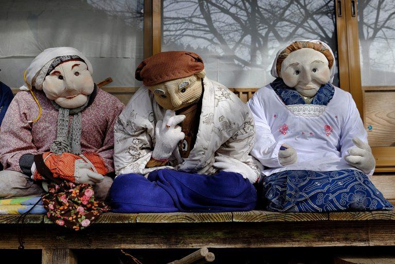 Il villaggio giapponese abitato da bambole inquietanti