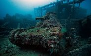Japanese-light-tank-sits-on-the-deck-of-the-San-Fransisco-Maru.-It-was-a-cargo-ship-for-the-Imperial-navy-in-ww2.-Sunk-in-1944-during-Operation-Hailstone.-Located-off-the-coast-of-Micronesia._resultat