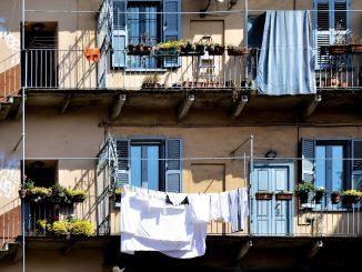 Milano, nonno pusher spaccia dal balcone: arrestato