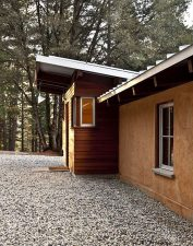 Off-the-Grid-Strawbale-Cabin-10