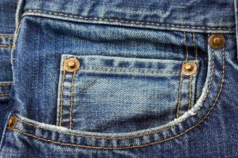 Tasca di un paio di jeans