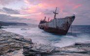 The-cargo-ship-Semiramis-at-the-coast-of-Andros-island-Greece_resultat