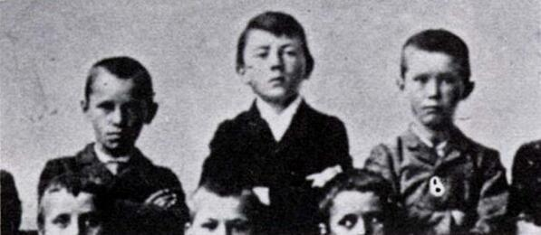 a-school-photo-of-an-11-year-old-adolf-hitler-c-1900