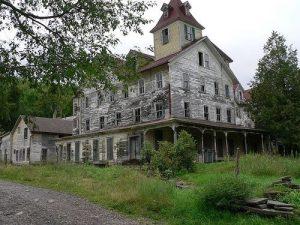Casa con stanza in cima