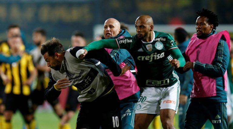 Felipe Melo perde la testa: scoppia la rissa in campo