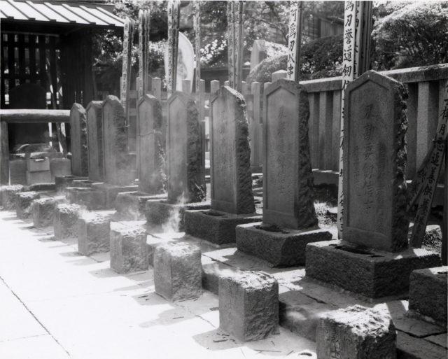 sengakuji_ronin_graves-1-640x513