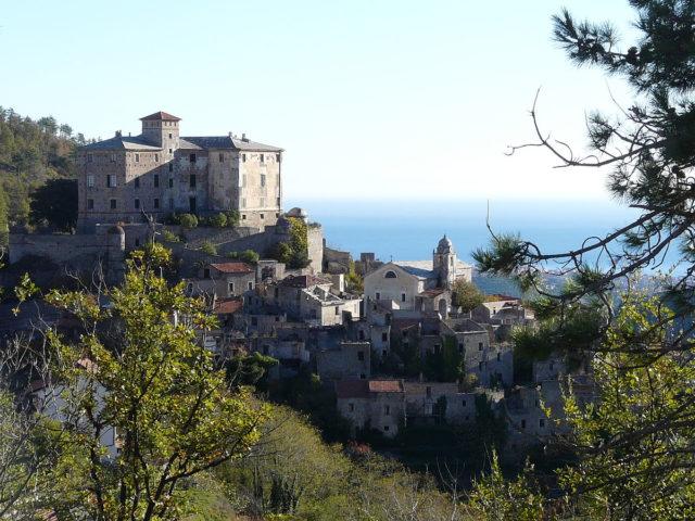 1200px-balestrino-panorama_borgo_vecchio-640x480