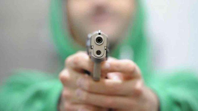 Vibo Valentia, giovane uccide coetaneo con un colpo di pistola