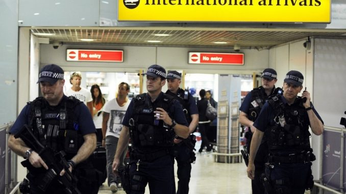 Terrorismo: fermato un uomo a Heathrow