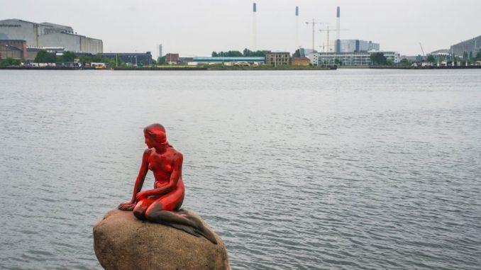 Copenaghen: sfregiata la statua della sirenetta, simbolo della capitale danese
