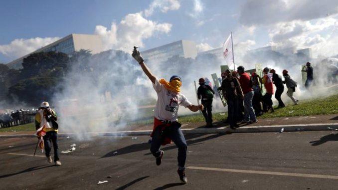 Brasile: schierate truppe a Brasilia per difendere ministeri