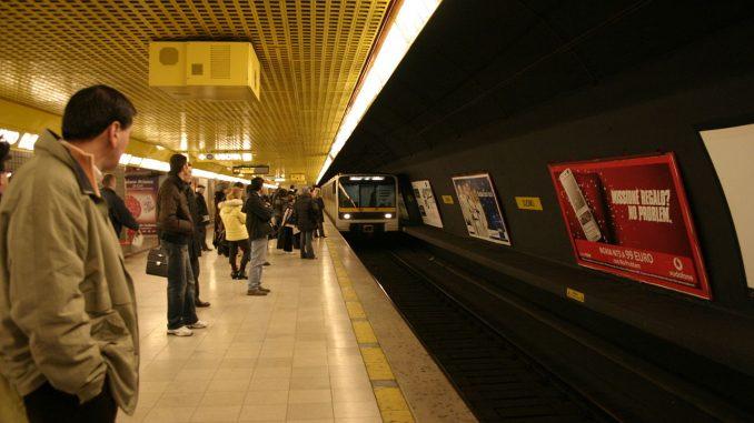 Milano, avvistato cane in metro: circolazione sospesa per recuperarlo