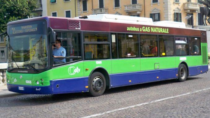 Verona 16enne colpito a martellate da uno sconosciuto sul bus