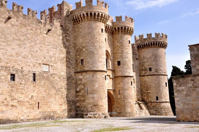 L'entrata principale del castello