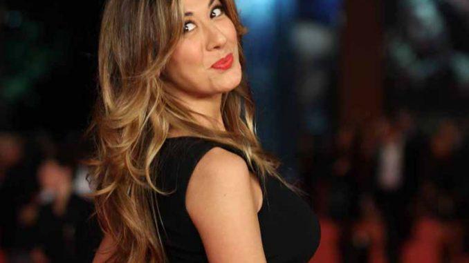 Virginia Raffaele presenta Facciamo che io ero: le novità dalla conferenza stampa