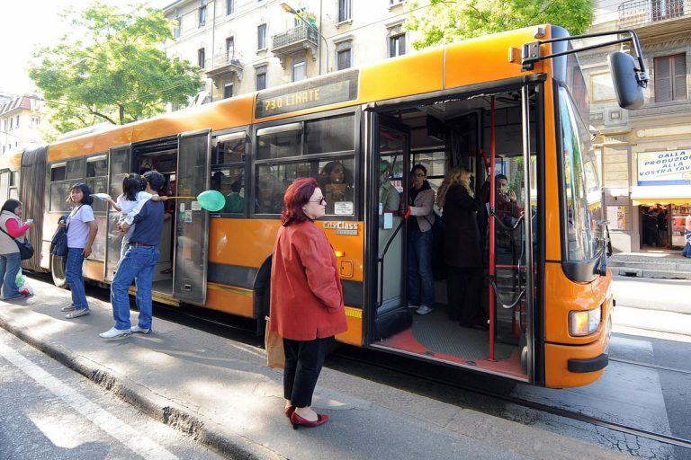 Trasporti: 23 giorni all'anno di media gli italiani sono in coda