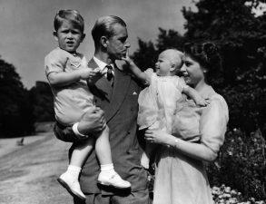 All'apertura di una scuola, Filippo raccontò di come secondo lui le Vacanze siano l'ennesima prova per un genitore di sopportazione dei figli.