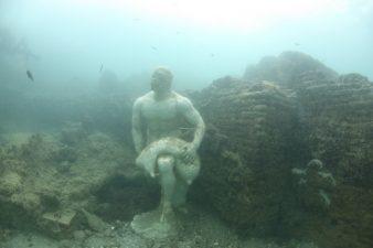 Statua negli abissi
