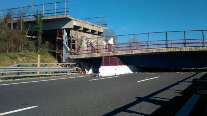 Ponte crollato in A14, indagati anche dirigenti di Autostrade