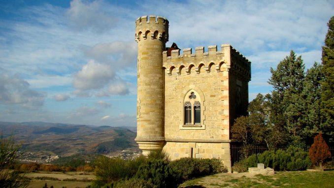 Rennes-le-Chateau: il mistero del tesoro dei Templari e il miracolo delle mele blu