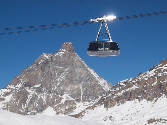 sciare-in-estate-cervinia