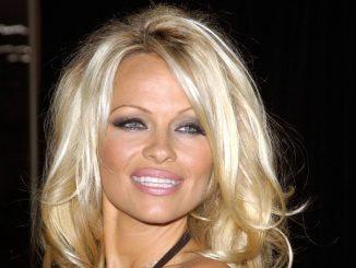 Pamela Anderson: a 50 anni ancora molto sexy per il suo amore