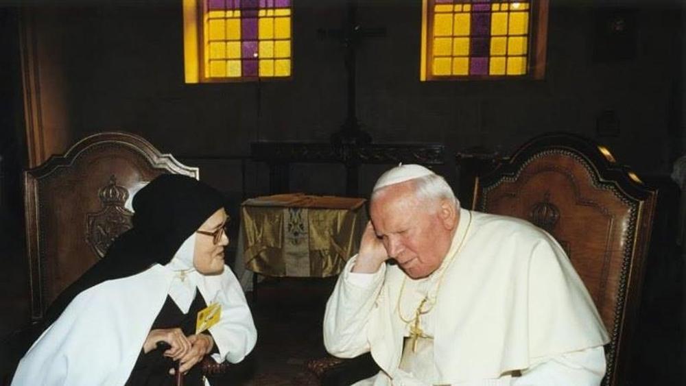 Suor Lucia con Papa Giovanni Paolo II