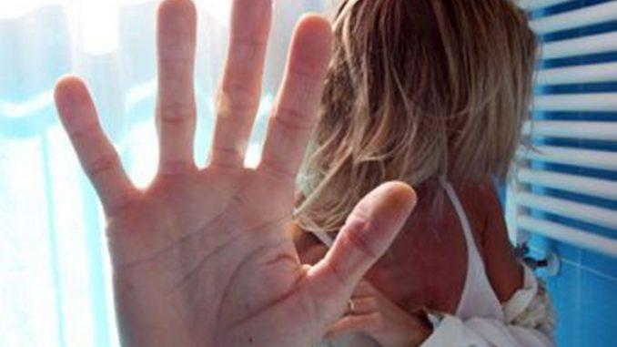 Picchia, violenta e sequestra l'ex fidanzata, 24enne in manette