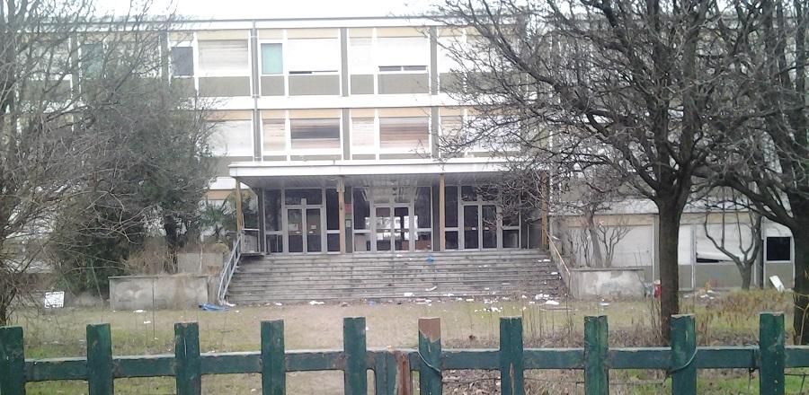 Milano il degrado della scuola media cardarelli for Scuola superiore moda milano