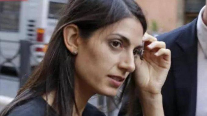 Roma, chiusa l'inchiesta sulle nomine: la Raggi rischia il rinvio a giudizio