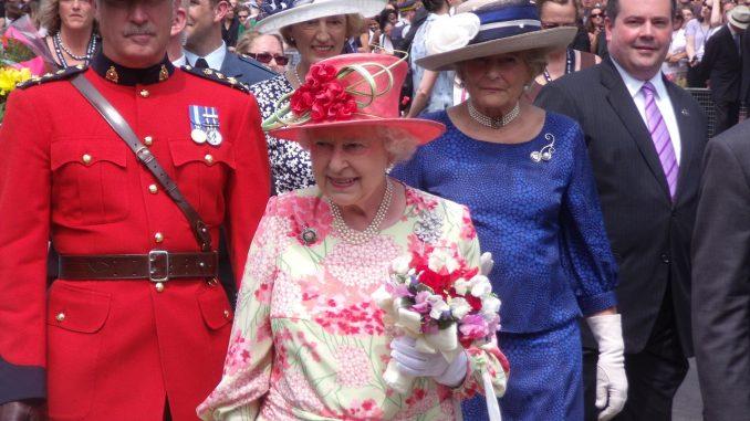 Aumento di 'stipendio' per la Regina Elisabetta