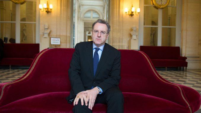 Francia, Ferrand, fedelissimo di Macron, da 8 giorni nella bufera
