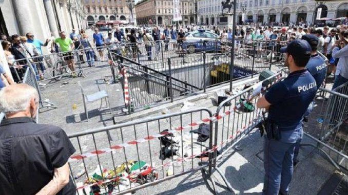 Torino, morta la donna travolta dalla folla