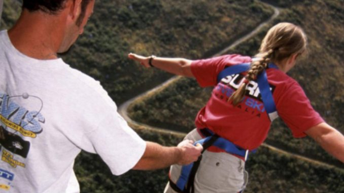 """Capisce """"now"""" invece di """"no"""": ragazza muore facendo bungee jumping"""