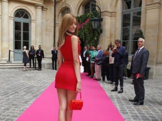 Zahia Dehar ed il suo vestitino rosso: ecco le foto hot