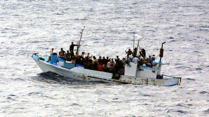 Migranti, possibile blocco navi straniere