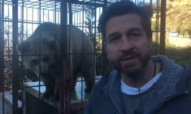 Edoardo Stoppa allo zoo di Tirana