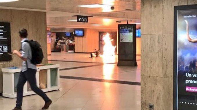 Allarme a Bruxelles, polizia neutralizza uomo con cintura esplosiva
